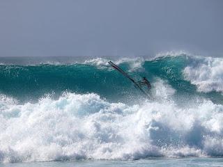 Por Màrius Solà. Cabo Verde: olas por definición